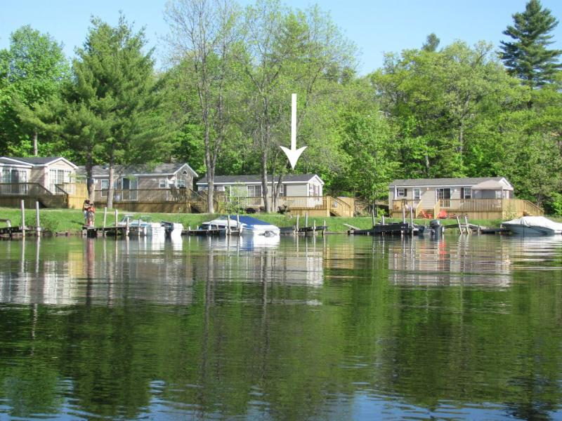 Line of cottages, ours pointed out - Waterfront Resort Cottage in Muskoka - Gravenhurst - rentals