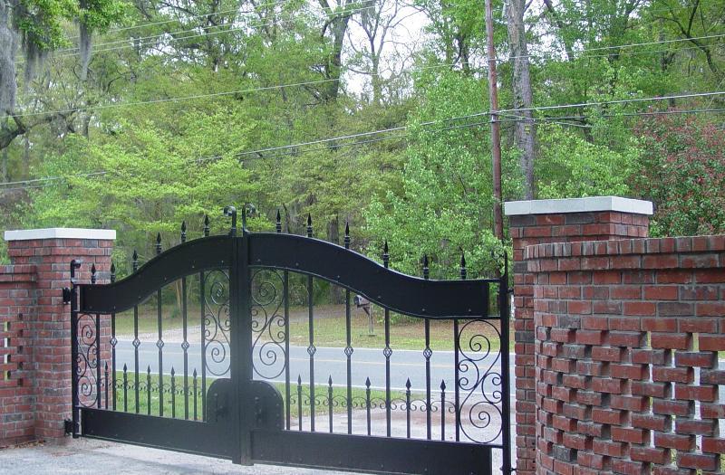 Entry Gates to property - Breezeway Studio Manor near Tybee Island  (Twin bedroom) - Savannah - rentals