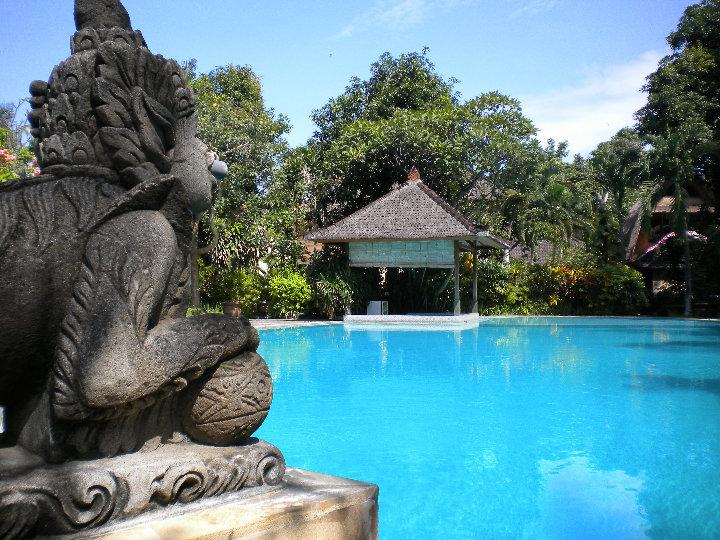 Swimming pool (just a few meters away from the cottage) - Villa Santosa Legian - Legian - rentals