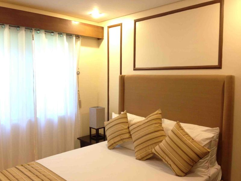 Bedroom with Queen Bed - Strategically Located Studio in Cebu City - Cebu City - rentals