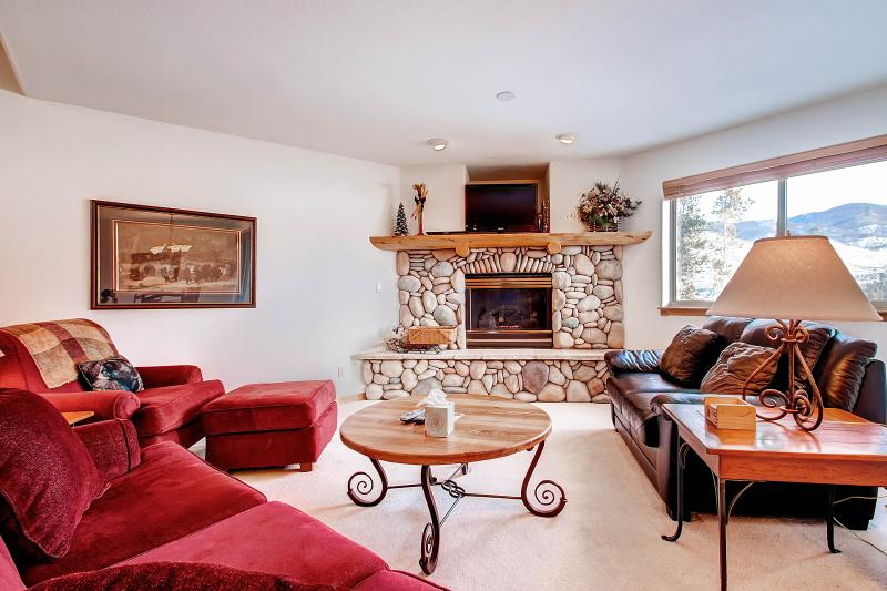 LOOKOUT RIDGE Dog-Friendly 3 Bed/4 Bath Townhome with Garage and W/D, Located Near Ski Areas - Image 1 - Dillon - rentals