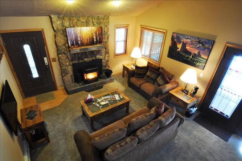 SILVERHEELS: 3 Bed/2 Bath Close to all Summit County Ski Areas, Private Hot Tub, Heated Garage, W/D - Image 1 - Silverthorne - rentals