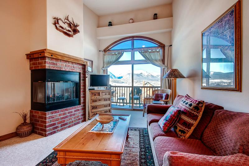 DILLON COMMONS: SW Style Condo in Downtown Dillon, Studio-type 1 Bed/1 Bath, W/D, Awesome View! - Image 1 - Dillon - rentals