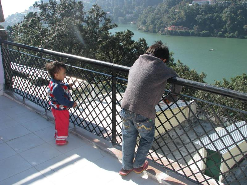 Kids at the Terrace ....Mesmerised by the lake - Lakeview Homestay with kitchen on Mall Road - Nainital - rentals
