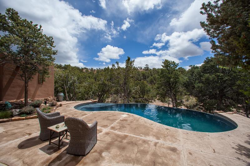 Your oasis... complete with a solar-heated infinity pool. - Oasis near Opera. Stunning views! - Santa Fe - rentals