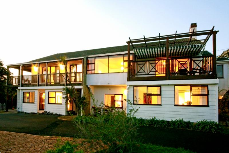The property is located next to a wetland nature area just 500m from the beach - 'Skildersgat' - a tranquil spacious retreat for 2 - Clovelly - rentals