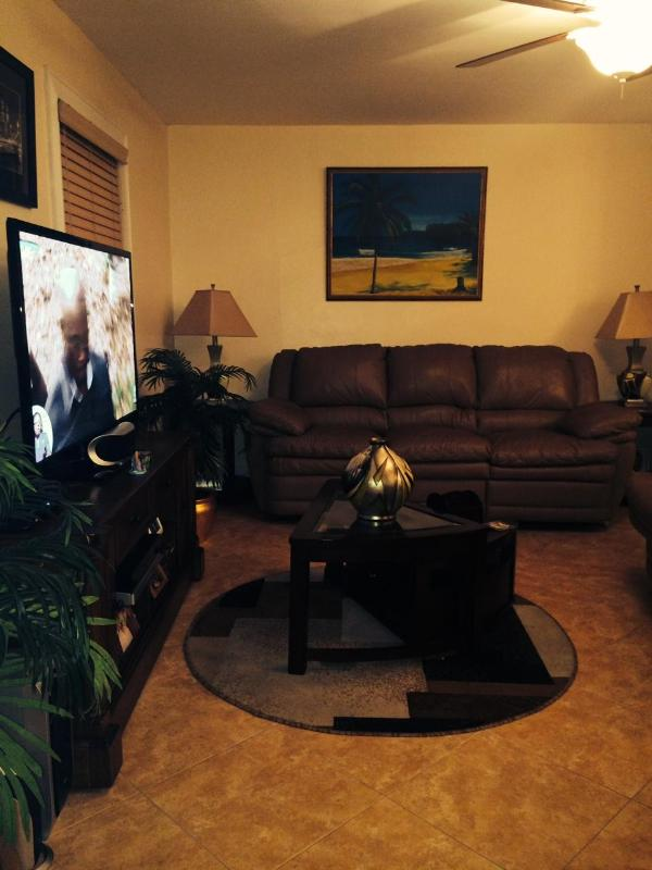 View of Living Room from Front door - Triple M's Seabreeze Cottage - PERFECT LOCATION!! - Nassau - rentals