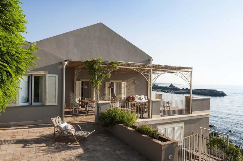 Villa La Scala Villa rental in Sicily, vacation rental Sicily, holiday let in Sicily, 3 bedroom villa in Sicily to let - Image 1 - Acireale - rentals