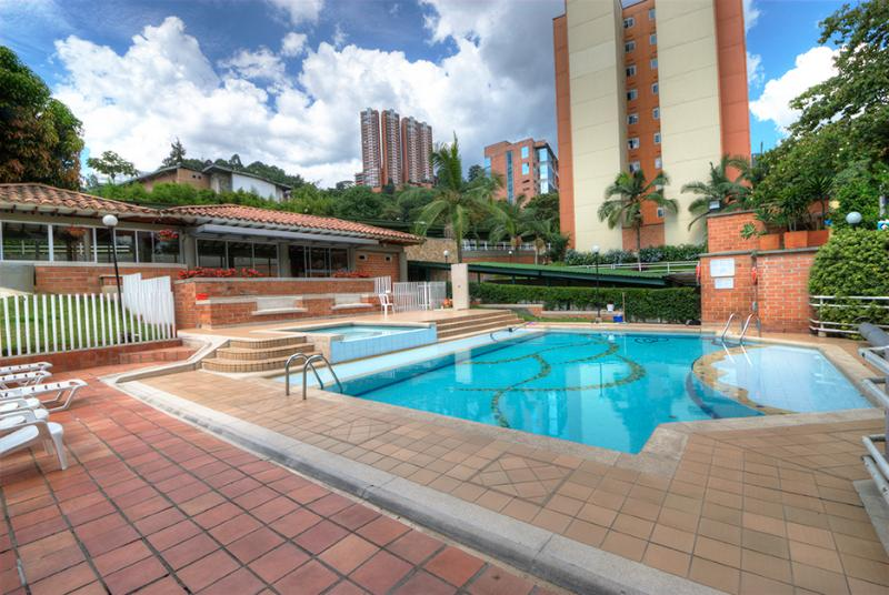 Spacious, Economical Family Living - Image 1 - Medellin - rentals