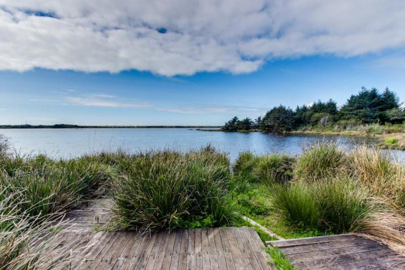 Lakefront, oceanview home with space for 15 guests & 4 dogs - Image 1 - Cape Meares - rentals
