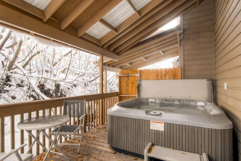 Home for 10 w/fireplace; gourmet kitchen; walk to slopes - Image 1 - Park City - rentals