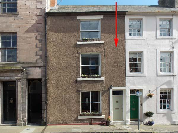 40 RAVENSDOWNE, pets welcome, fantastic location, Grade II listed, character town house in Berwick upon Tweed, Ref. 27454 - Image 1 - Berwick upon Tweed - rentals