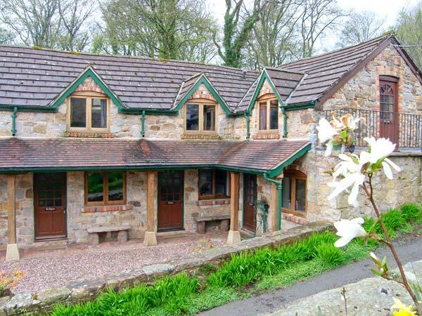 THE BARN, terraced barn conversion, on working farm, parking, in Llangollen, Ref 906208 - Image 1 - Llangollen - rentals