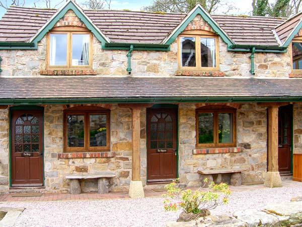 THE SHIPPON, WiFi, bike storage, wonderful walks nearby, terrace cottage near Llangollen, Ref. 906210 - Image 1 - Llangollen - rentals