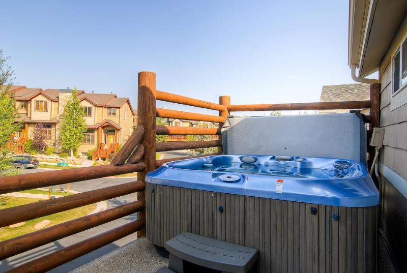 Home w/private hot tub, fireplace; shared pool & fitness - Image 1 - Park City - rentals
