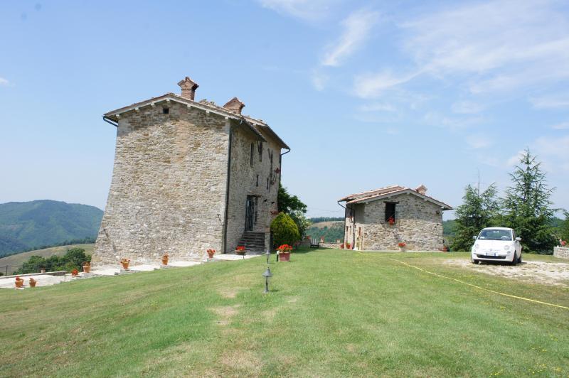 (website: hidden) - Palazzo Scagliae Castle in Gubbio Umbria Sleeps 8+ - Gubbio - rentals