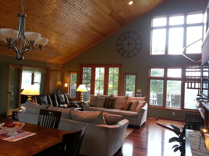 Large Open Floor Plan (View from Gourmet Kitchen!) - Large Riverfront Home - evolvevacationrental - Champlin - rentals