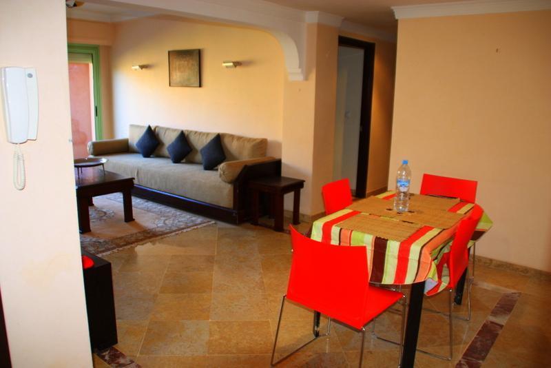 SALON SALLE A MANGER - MARRAKECH FACE JARDINS MAJORELLE APPARTEMENT AVEC PISCINE - Marrakech - rentals