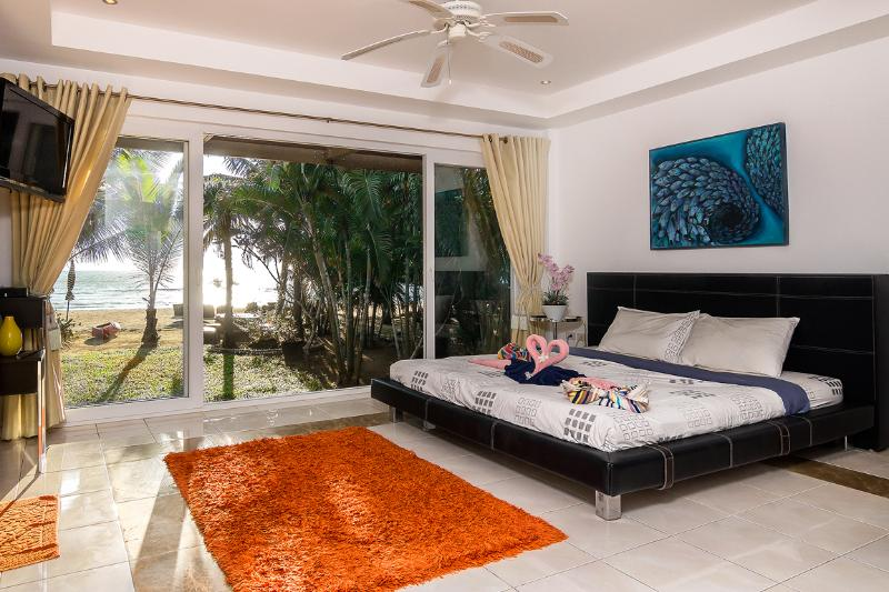 Master bedroom 1 - Luxury Beach Front Villa Ban Sonthaya (5 bedrooms) - Koh Chang - rentals