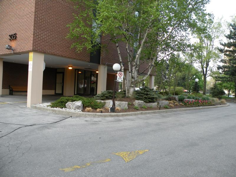 Well-managed condo building - Bright and spacious 1-bedroom furnished apartment - Toronto - rentals