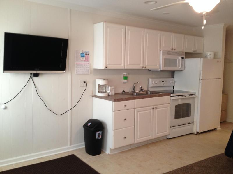 Living Room/ Kitchen/ Dining Area - 5th Street, Downtown Bayside OC - Ocean City - rentals