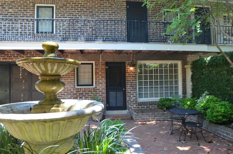 Pristine on Pulaski Square - Image 1 - Savannah - rentals