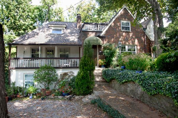 Two bedroom apt. on top floor of this charming Tudor style house - Private entrance - Beautiful,  2-br Apt.; Newly Renovated: Walk To - Nashville - rentals