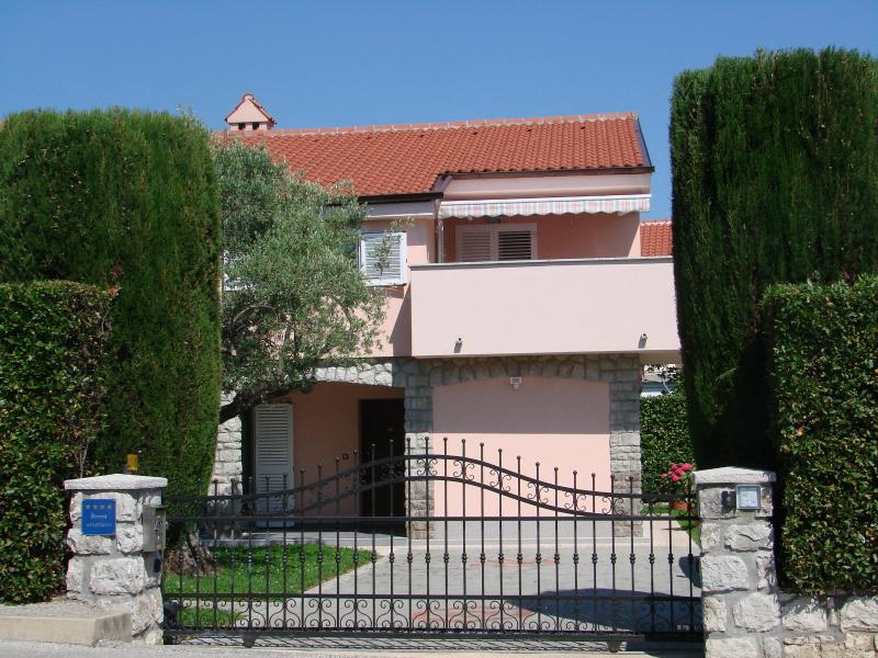 Villa Lajnert 1 - NEWLY RENOVATED AND FURNISHED 4 STAR APARTMENT, CLOSE TO THE BEACH AND CENTRE - Krk - rentals