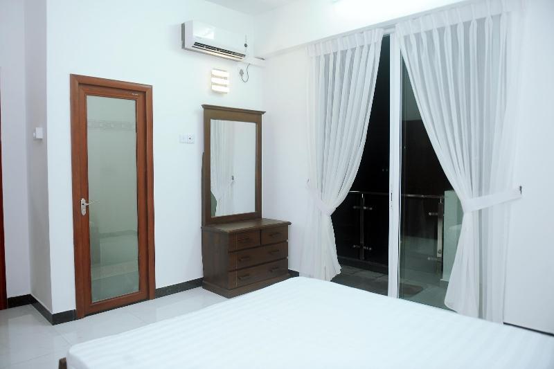 Master Beadroom with balcony - Beach Apartment - Mount Lavinia - rentals