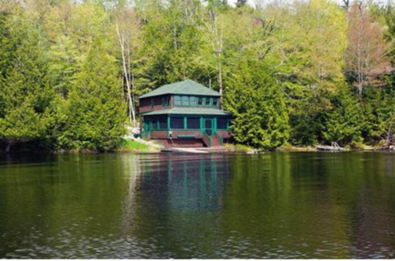 Panther Cottage - Sits Right on Upper Saranac Lake - Charming Cottage right on Upper Saranac Lake - Saranac Lake - rentals