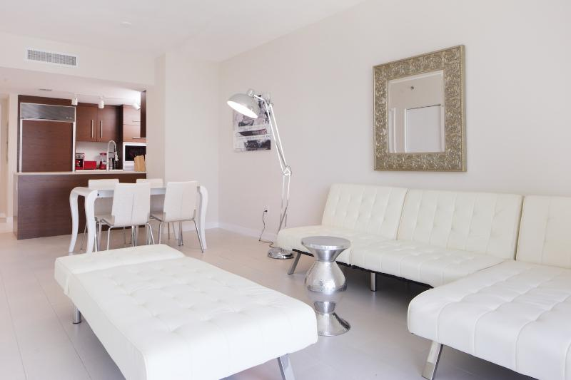 Gorgeous 2 Bedroom Apartment in Brickell - Image 1 - Miami - rentals
