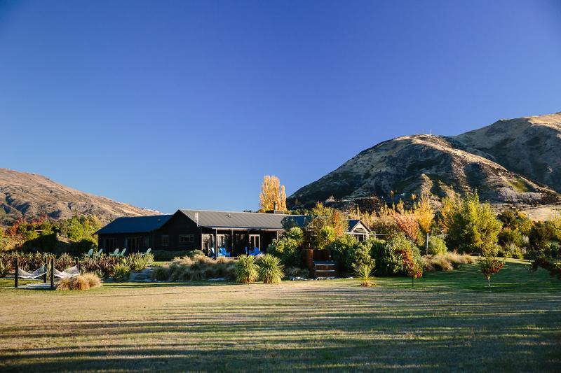 Mountain Range Lodge - Mountain Range Lodge- Space, Privacy, Luxury - Wanaka - rentals