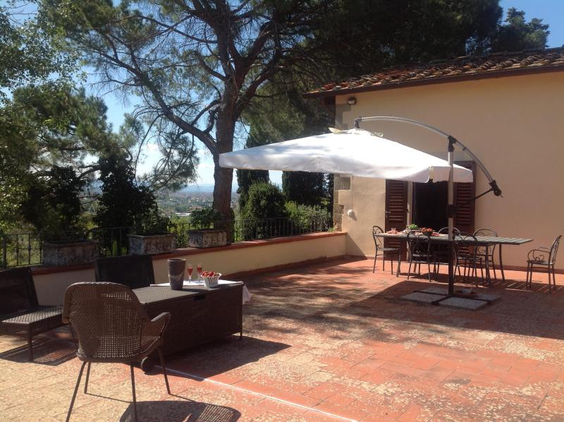 The terrace with entrance.Here you can res, reading a good book or enjoy a great dinner - Lovely Nest on the Florentine Hills - Bagno a Ripoli - rentals
