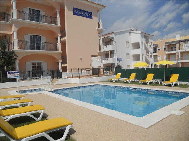1 BEDROOM APARTMENT 300 M FROM THE BEACH IN A BRAND NEW CONDO WITH POOL IN OLHOS D'AGUA, ALBUFEIRA R - Image 1 - Olhos de Agua - rentals