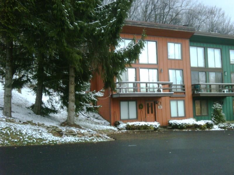 Front w/ parking - Hidden Valley Ski Resort end unit w/  slope views - Hidden Valley - rentals