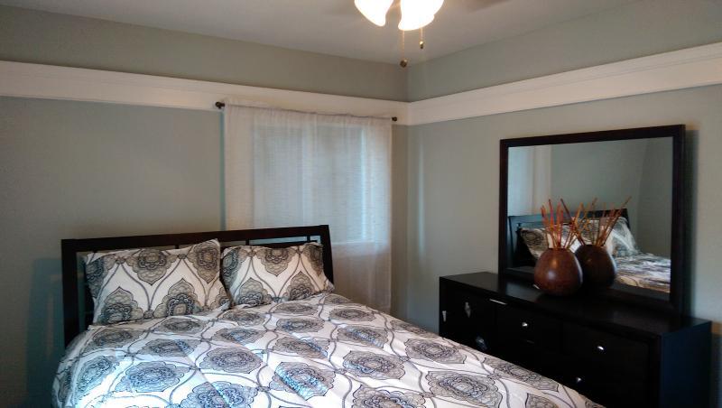 Brand New Queen Bed & Mattress to relax - Artist Loft Steps to the Beach 1 1/2 BR - Long Beach - rentals