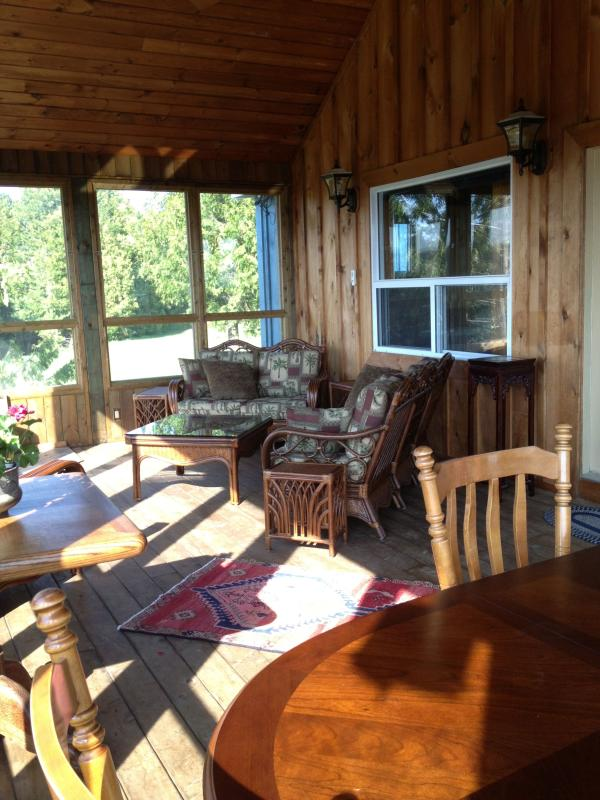 Summer Room Screened & glassed porch - A casually comfortable, modern country house. - Chatsworth - rentals