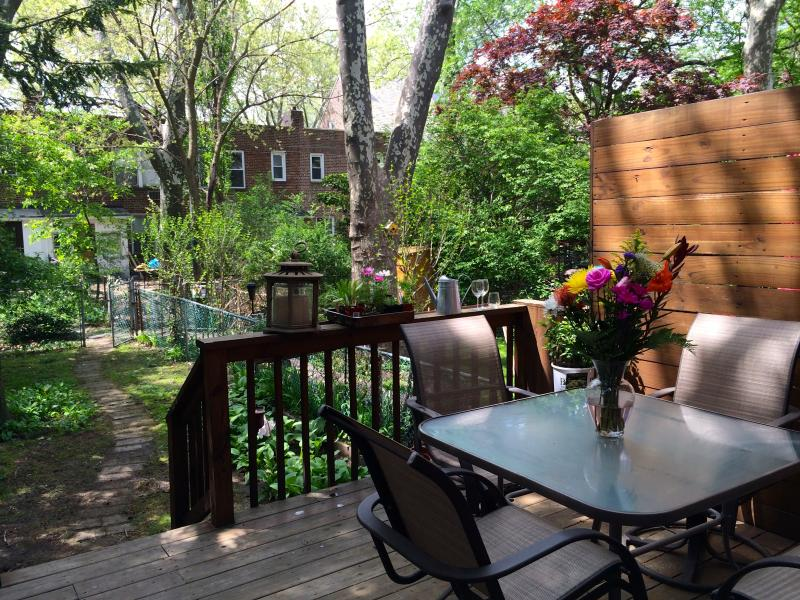 porch and back yard - New York City - House in oasis of green - New York City - rentals