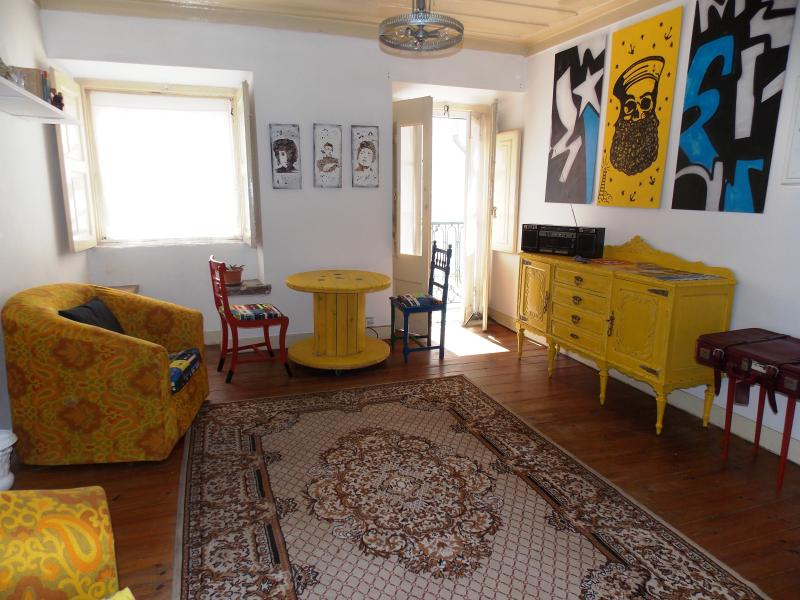 Sunny Flat in Lisbon Heart - Image 1 - Lisbon - rentals