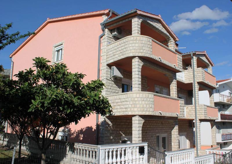 Beautiful and cozy-Apartment MIA near Le Meridien - Image 1 - Podstrana - rentals