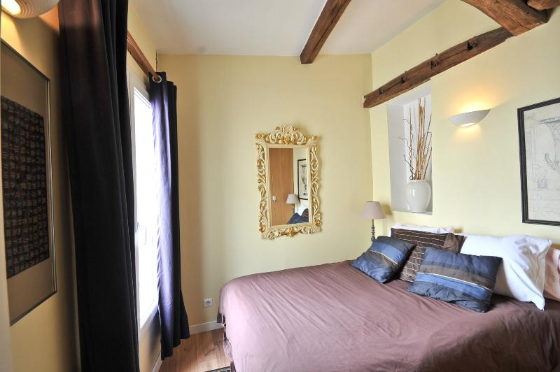 Lovely one bedroom in the heart of the Marais - Image 1 - Paris - rentals