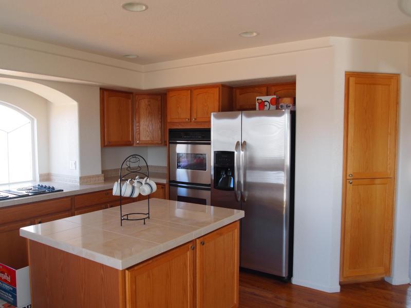 Gourmet Kitchen - Cozy Quiet Dream Home - Gateway - rentals