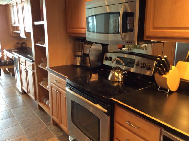 Kitchen - Stunning/Stately Oceanfront Condo in Myrtle Beach - Myrtle Beach - rentals