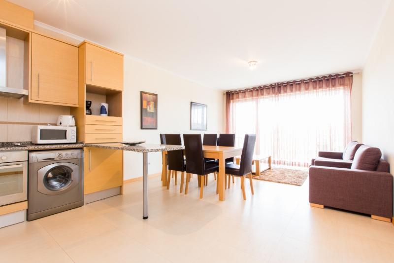446671B - First floor 2 bedroom apartment, walking distance to Beach - Sleeps 6 - Sao Martinho do Porto - Image 1 - Sao Martinho do Porto - rentals