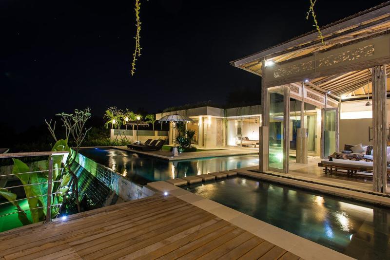A Sophisticated blend of Balinese and Modern Tropical Design - 9BR CASAVIVA SUNSET ESTATE SLEEPS 21 STARTS US$649 - Jimbaran - rentals