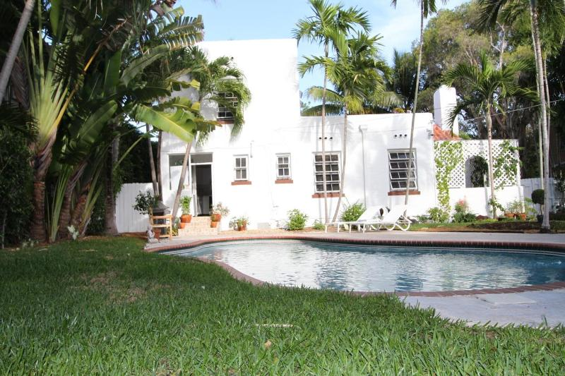 view from garden - Miami Beach 3 Bed home ,swimming pool, south beach - Miami Beach - rentals