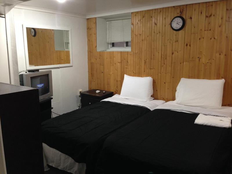 Mina's Guesthouse Room 9 - Image 1 - Toronto - rentals