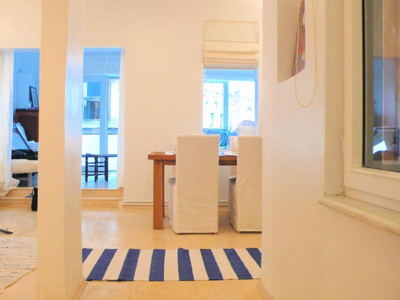 looking into apartment from entrance - Bos & Old City views from this flat in Galata - Istanbul - rentals
