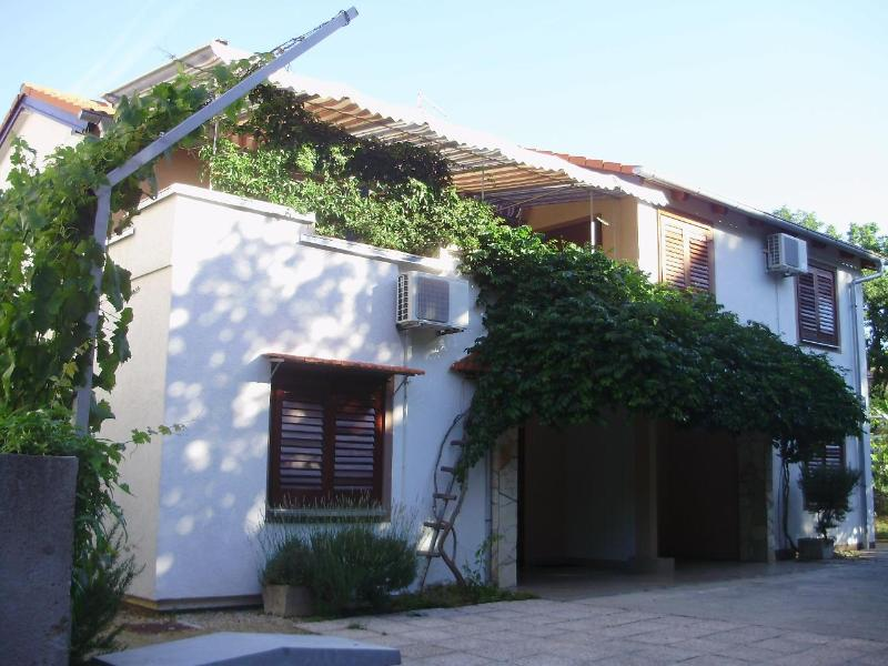 house with 3 apartmens for renting - nice apartments for  family with kids - Pakostane - rentals