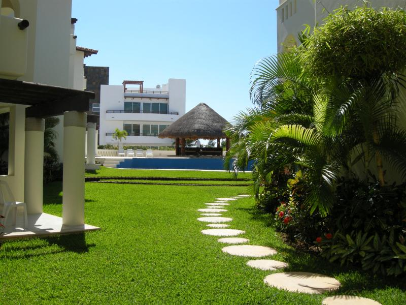 Charming 2BR Apartment, 2 blocks from the beach T3 - Image 1 - Playa del Carmen - rentals